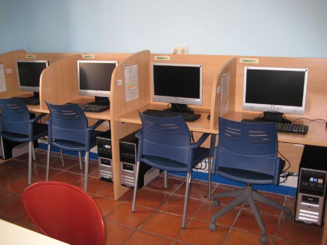 El Centro Sociocultural La Cárcel cuenta con una nueva aula de informática para fomentar la alfabetización digital, Foto 3