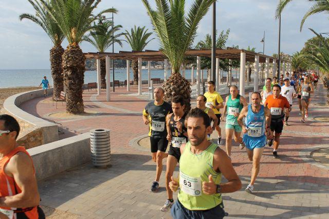 Más de 400 atletas participan en la III Media Maratón y III Carrera Popular Bahía de Mazarrón, Foto 1