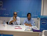 Interesante charla sobre j�venes empresarios, impartida en la sede del pp de Alhama