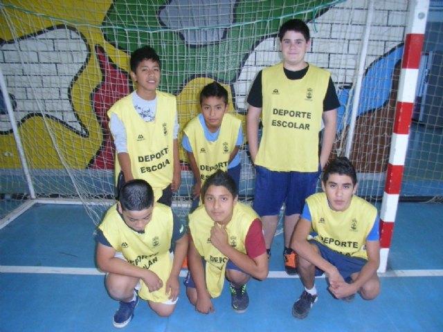 La concejalía Deportes organiza la primera jornada de la fase local de futbol sala cadete, correspondiente al programa de Deporte Escolar, Foto 1