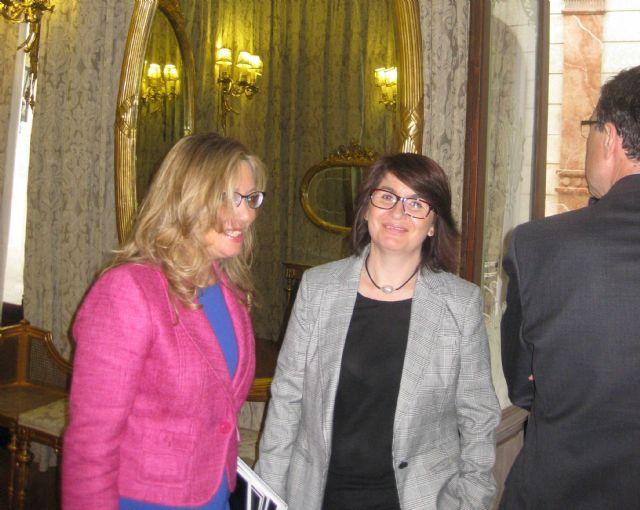 La alcaldesa y el concejal de Comercio conocen de mano del Secretario de Estado de Comercio las iniciativas para lograr un comercio minorista más competitivo, Foto 4