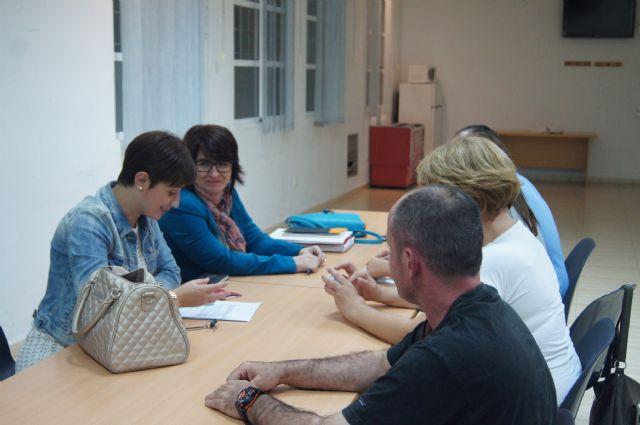 La alcaldesa inicia una ronda de reuniones con los colectivos vecinales de la localidad para impulsar la dinamización de los locales sociales, Foto 1