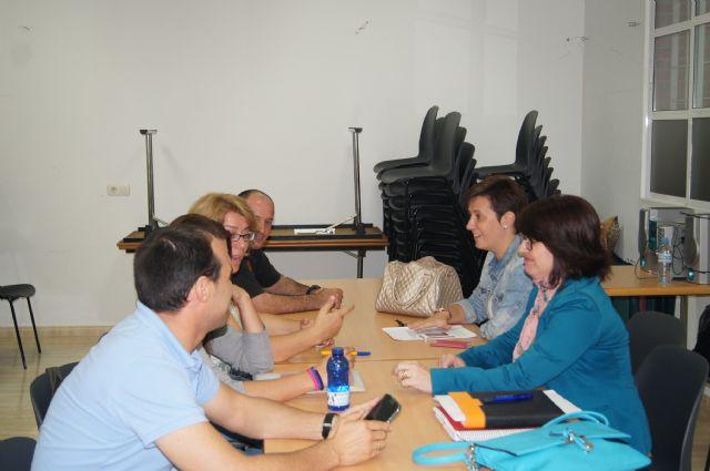 La alcaldesa inicia una ronda de reuniones con los colectivos vecinales de la localidad para impulsar la dinamización de los locales sociales, Foto 2