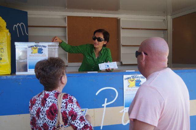 Los ciudadanos que lleven sus bolsas de reciclaje al punto de información entrarán en un sorteo de un viaje de fin de semana, Foto 1