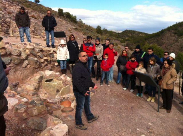 Más de 120 personas participan en la primera visita turística Descubre el yacimiento arqueológico de La Bastida, Foto 2