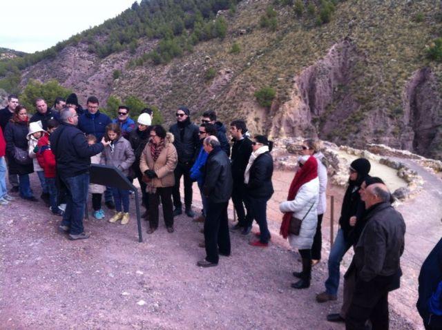 Más de 120 personas participan en la primera visita turística Descubre el yacimiento arqueológico de La Bastida, Foto 3