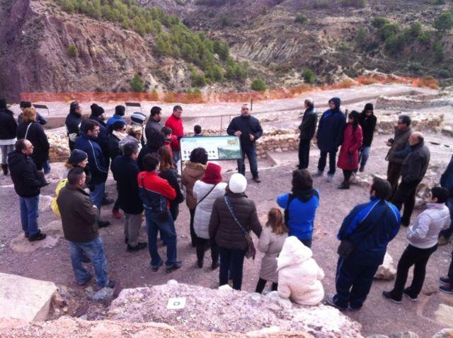 Más de 120 personas participan en la primera visita turística Descubre el yacimiento arqueológico de La Bastida, Foto 4