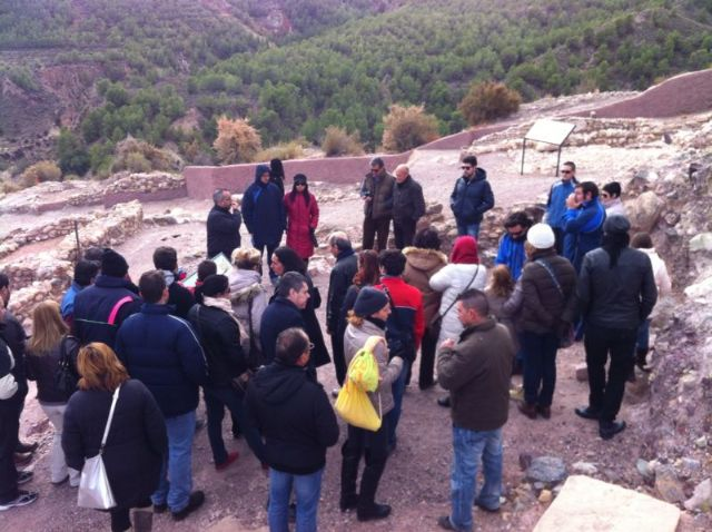 Más de 120 personas participan en la primera visita turística Descubre el yacimiento arqueológico de La Bastida, Foto 5