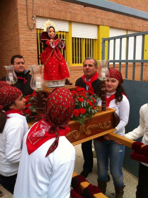 La comunidad educativa del CEIP San José organiza su primera romería de Santa Eulalia por las calles del barrio, Foto 2