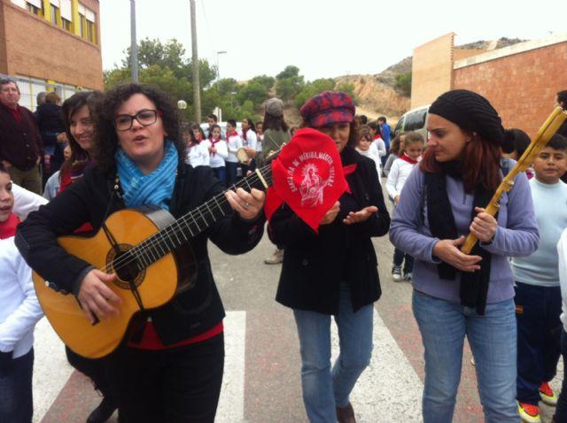 La comunidad educativa del CEIP San José organiza su primera romería de Santa Eulalia por las calles del barrio, Foto 3