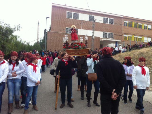 La comunidad educativa del CEIP San José organiza su primera romería de Santa Eulalia por las calles del barrio, Foto 4