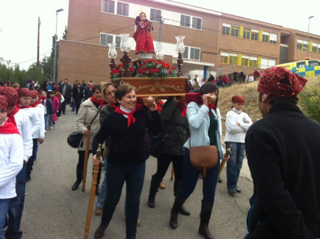 La comunidad educativa del CEIP San José organiza su primera romería de Santa Eulalia por las calles del barrio, Foto 6