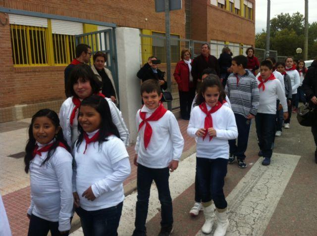 La comunidad educativa del CEIP San José organiza su primera romería de Santa Eulalia por las calles del barrio, Foto 7