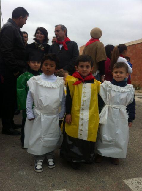 La comunidad educativa del CEIP San José organiza su primera romería de Santa Eulalia por las calles del barrio, Foto 8