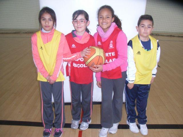 Comienza la fase local de baloncesto benjamín y futbol sala alevín femenino de Deporte Escolar organizada por la concejalía de Deportes, Foto 2