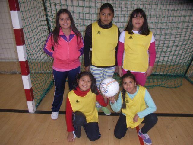 Comienza la fase local de baloncesto benjamín y futbol sala alevín femenino de Deporte Escolar organizada por la concejalía de Deportes, Foto 3