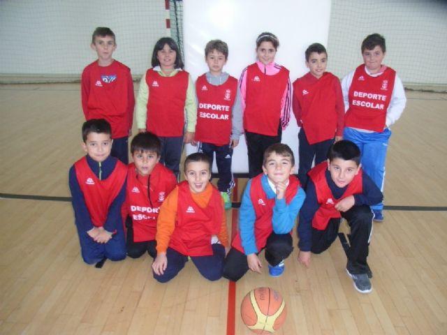 Comienza la fase local de baloncesto benjamín y futbol sala alevín femenino de Deporte Escolar organizada por la concejalía de Deportes, Foto 4