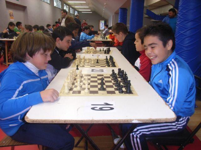 Medio centenar de escolares de los diferentes centros de enseñanza de la localidad protagonizaron la fase local de ajedrez de Deporte Escolar, Foto 2