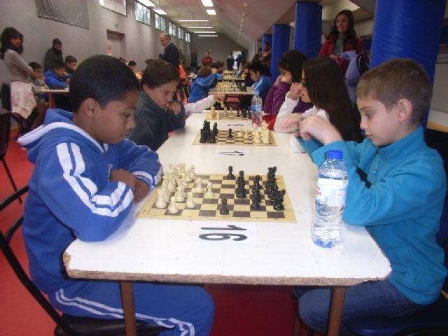 Medio centenar de escolares de los diferentes centros de enseñanza de la localidad protagonizaron la fase local de ajedrez de Deporte Escolar, Foto 5
