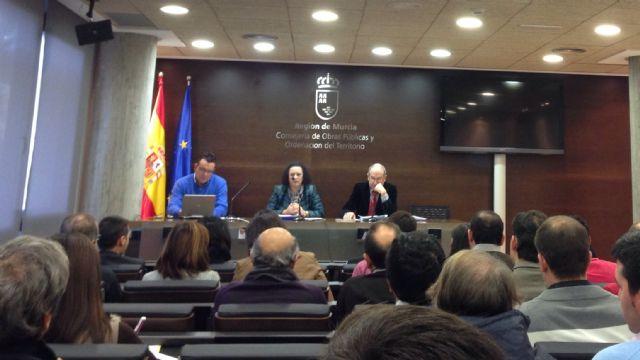 Técnicos municipales de urbanismo participan en una reunión de coordinación, Foto 1