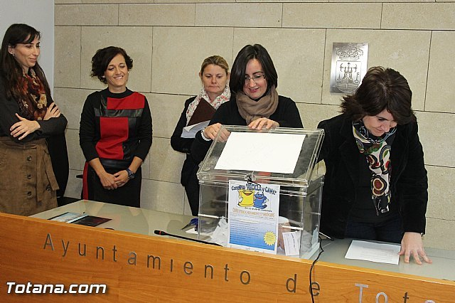 Más de seiscientas personas han participado en la campaña de reciclaje que ha finalizado con el sorteo del premio del concurso Recicla y gana, Foto 3