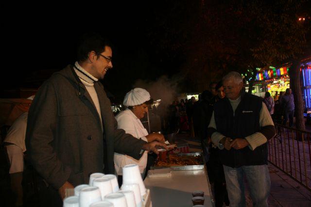 La Asociación de Feriantes celebra una gran chocolatada con motivo del 25 aniversario del recinto ferial de Totana, Foto 1