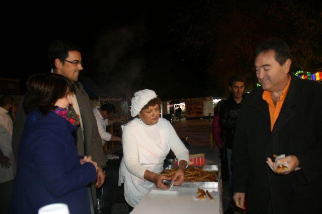 La Asociación de Feriantes celebra una gran chocolatada con motivo del 25 aniversario del recinto ferial de Totana, Foto 3