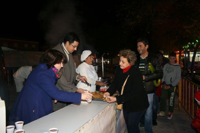 La Asociación de Feriantes celebra una gran chocolatada con motivo del 25 aniversario del recinto ferial de Totana, Foto 4