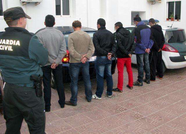 La Guardia Civil detiene a los seis integrantes de una banda dedicada a la sustracción de productos del campo, Foto 1
