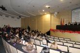 Carmen Posadas fascina a sus lectores en el acto central del 50 aniversario de la biblioteca