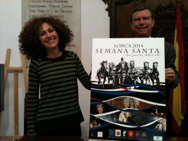 La diseñadora gráfica lorquina residente en Almería Elena Cruz López gana el concurso del cartel de la Semana Santa de Lorca para 2014, Foto 1