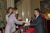 El totanero Juan Carrión, Presidente de FEDER, recoge la Cruz de Oro de la Solidaridad Social de la mano de Su Majestad la Reina Sofía