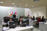 Las mujeres comienzan un nuevo curso de inform�tica
