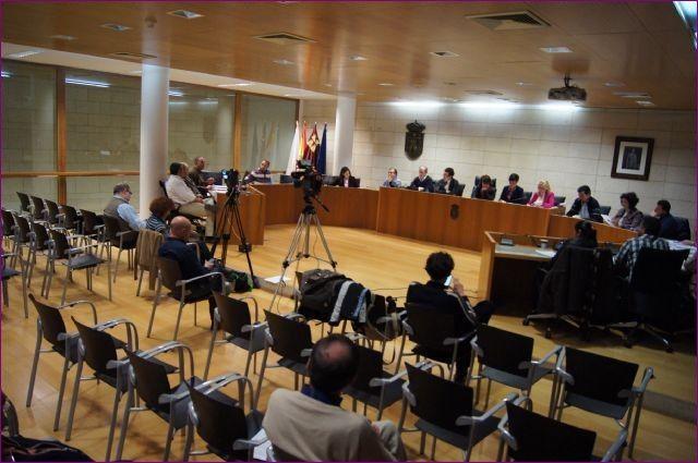 El Pleno debatirá una veintena de propuestas entre las que destaca la solicitud de una ITV en el polígono El Saladar