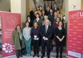 Alumnos voluntarios de la Universidad de Murcia ayudan en sus estudios a más de mil escolares de la Región