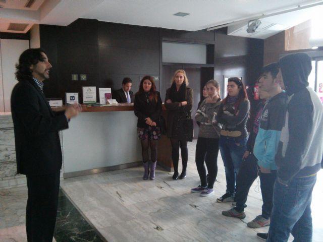 Alumnos del Aula Ocupacional visitan el Programa de Cualificación Profesional de Cocina que se imparte en el IES Juan Bosco de Lorca, Foto 5