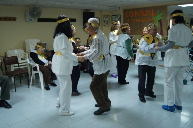 Usuarios del SED y del SEDA del Centro Municipal de Personas Mayores de Totana participan en el carnaval, Foto 4