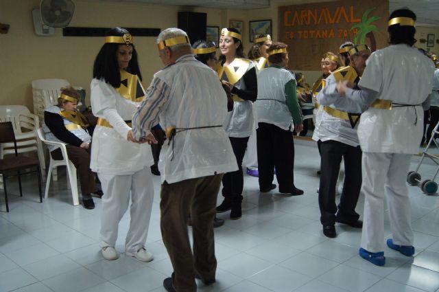 Usuarios del SED y del SEDA del Centro Municipal de Personas Mayores de Totana participan en el carnaval, Foto 5