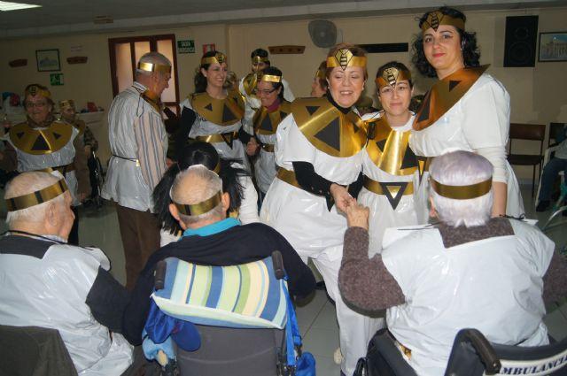 Usuarios del SED y del SEDA del Centro Municipal de Personas Mayores de Totana participan en el carnaval, Foto 6
