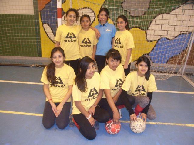 La Sala Escolar de Totana acogió la semifinal de la fase intermunicipal de futbol sala de Deporte Escolar, Foto 1