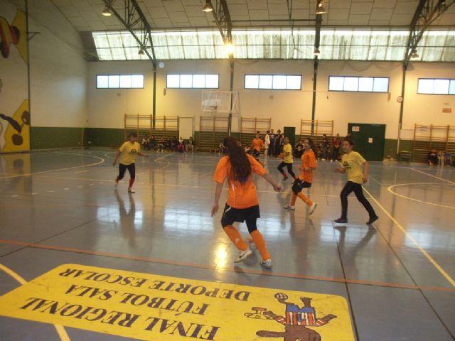 La Sala Escolar de Totana acogió la semifinal de la fase intermunicipal de futbol sala de Deporte Escolar, Foto 2