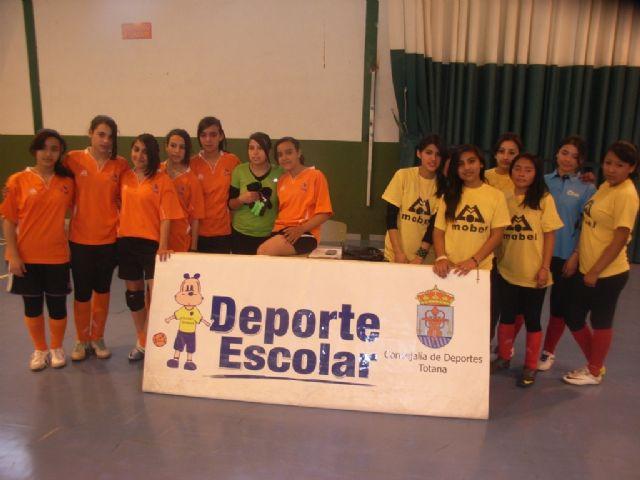 La Sala Escolar de Totana acogió la semifinal de la fase intermunicipal de futbol sala de Deporte Escolar, Foto 3