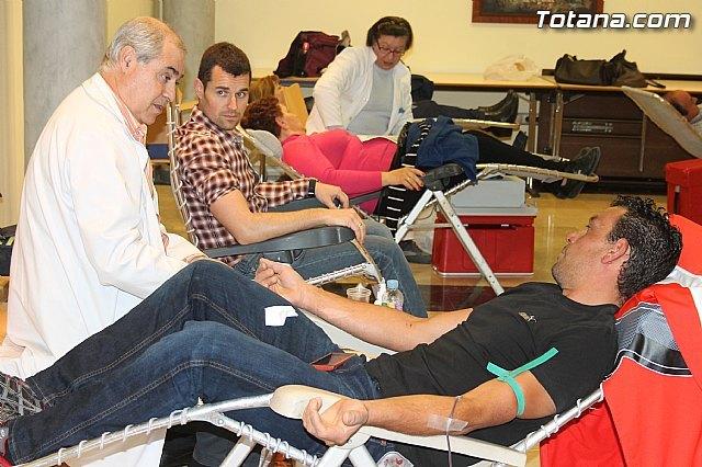 La IV campaña solidaria de donación de sangre promovida por el Ilustre Cabildo Sangre cofrade, Sangre solidaria resultó un éxito, Foto 1