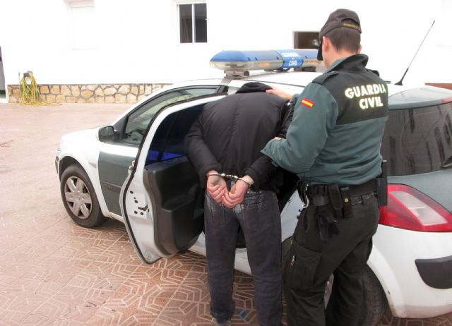 Arrested dedicated a dangerous criminal to commit robbery, burglary and drug trafficking in Totana, Foto 3