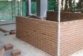 Comienzan las obras para construir dos nuevos aseos en el nuevo aulario del colegio Comarcal-Deitania