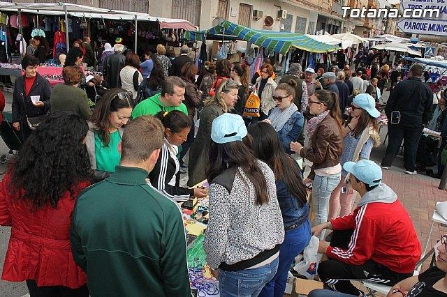 Los alumnos de 4° de la ESO del IES Prado Mayor trasladan el proyecto educativo Mi empresa joven europea al mercadillo semanal, Foto 1