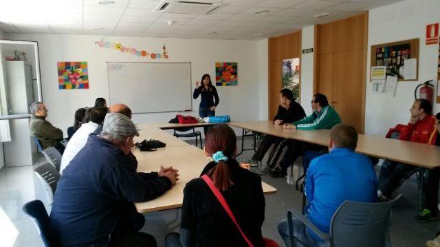 Los usuarios del centro de dia Princesa Leticia realizan actividades para aumentar el conocimiento sobre el riesgo de las drogas, Foto 1