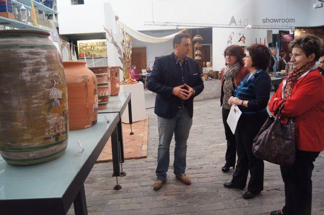 Autoridades municipales asisten a la inauguración de la muestra de Alfar Tudela en el Centro Regional de Artesanía, Foto 4