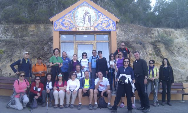 A total of 24 walkers participating in a tour of the village of Murcia Beniaján, Foto 1