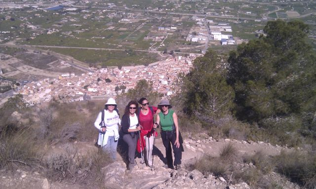 A total of 24 walkers participating in a tour of the village of Murcia Beniaján, Foto 3